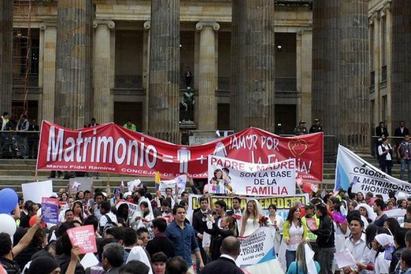 Al senado de Colombia no le impresionan Francia ni Nueva Zelanda y vota no al matrimonio gay 4