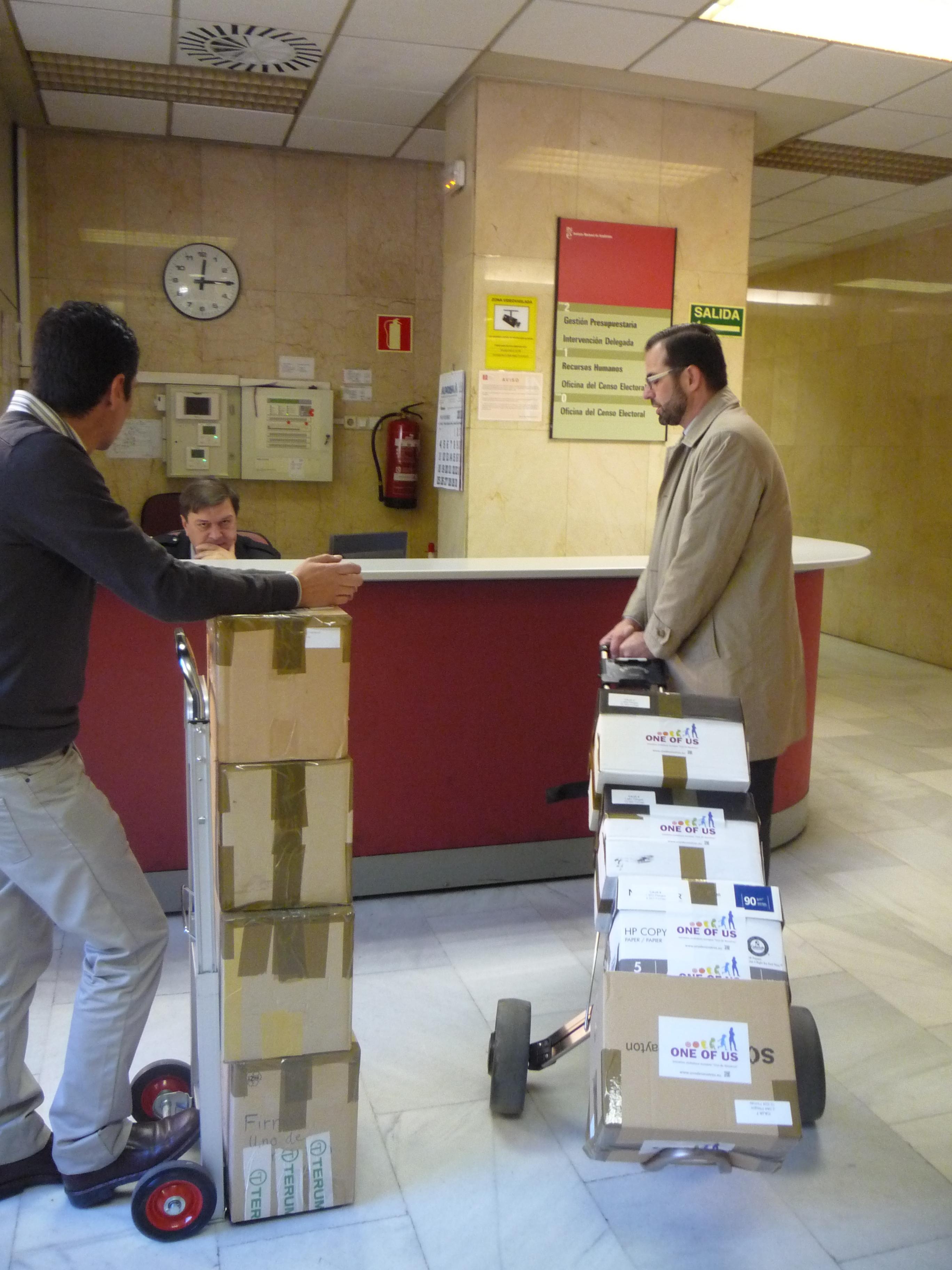 Gran xito provida 2 millones de europeos firman para que for Oficina del censo electoral madrid