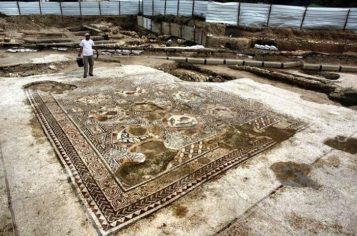 Descubierto un mosaico en la ciudad de Lod (Tel Aviv) con imágenes de animales ajenos a Tierra Santa 1