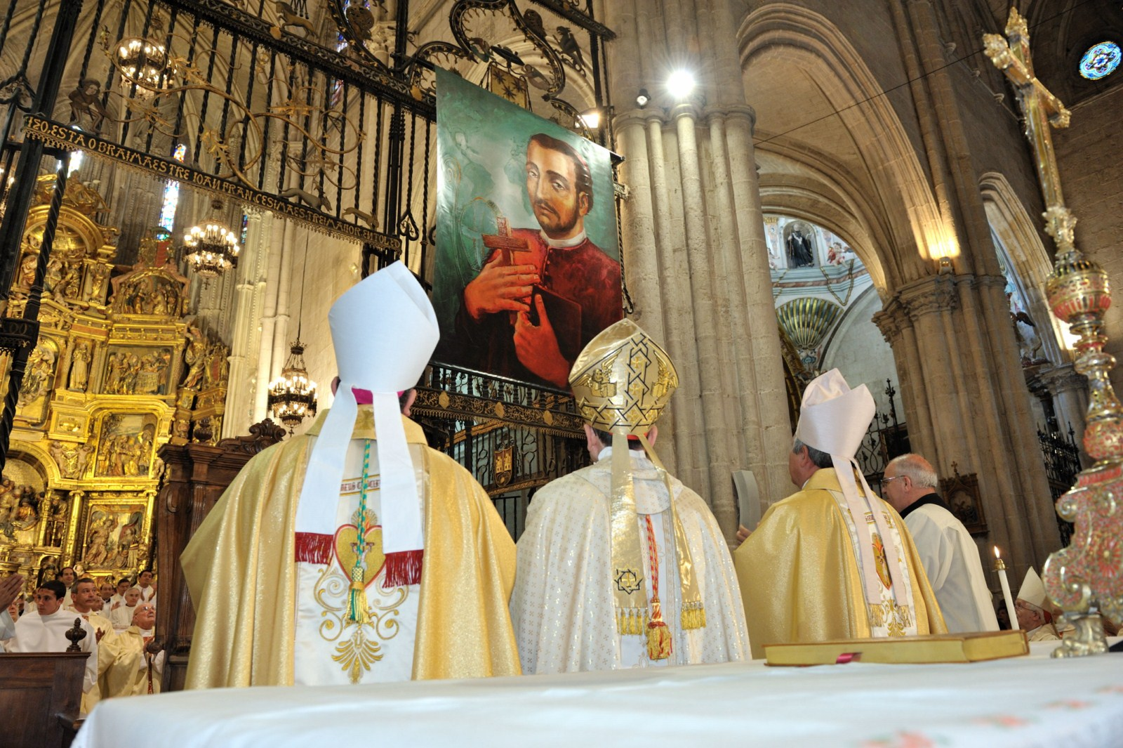 cuerpo eclesiástico en ceremonia hacia Juan de Palafox y Mendoza